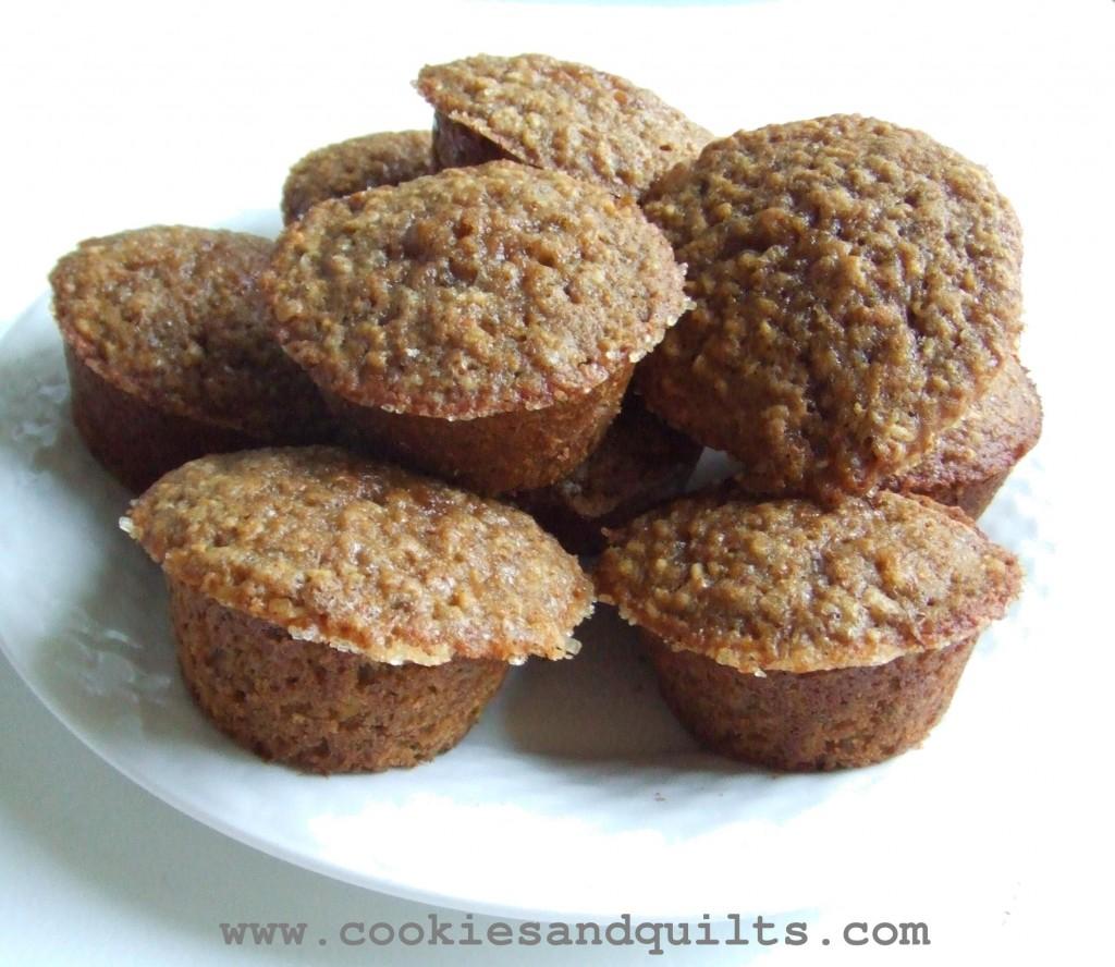 Gluten Free Oatmeal Flax Muffins - www.cookiesandquilts.com
